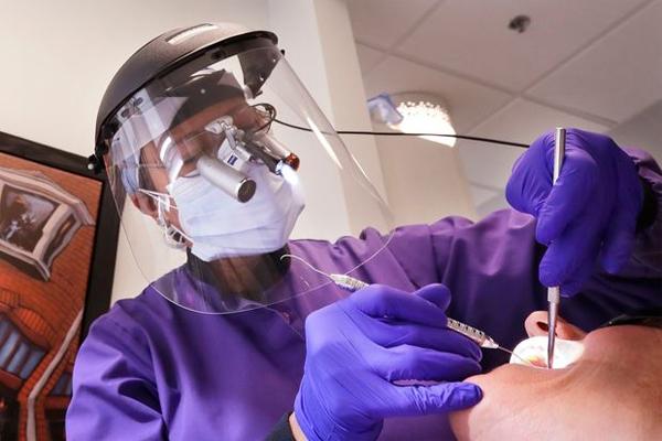 WHO khuyến cáo ngừng khám nha khoa để tránh lây nhiễm Covid-19