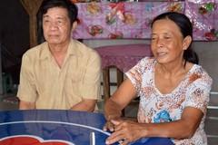 Xúc động vợ chồng già viết đơn xin thoát nghèo
