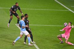 Lyon gây địa chấn, xuất sắc quật ngã Man City