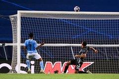 Cận cảnh Sterling đá bay hi vọng bán kết C1 của Man City