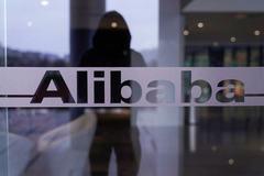 Ông Trump lại dọa cấm 'gã khổng lồ' Trung Quốc Alibaba