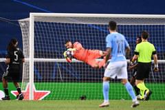 Hạ Man City, sao Lyon mơ thắng tiếp Bayern