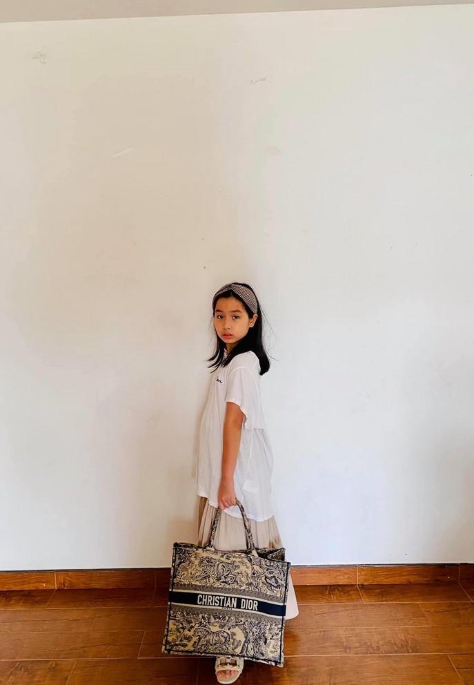 Con gái 9 tuổi nói tiếng Anh lưu loát của Lưu Hương Giang - Hồ Hoài Anh
