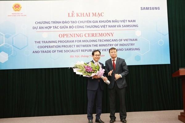 Samsung hỗ trợ đào tạo kỹ thuật viên lĩnh vực khuôn mẫu