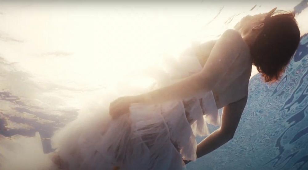 Văn Mai Hương muốn đốt sạch ký ức tình cũ trong MV mới