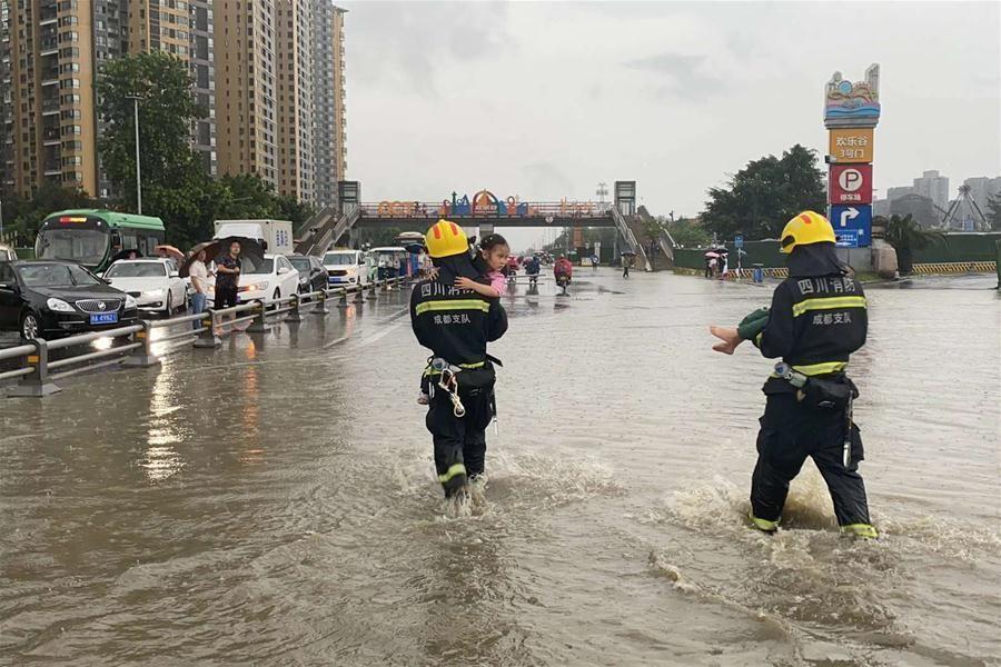 Mưa lũ khủng khiếp, Trung Quốc sơ tán hàng vạn dân
