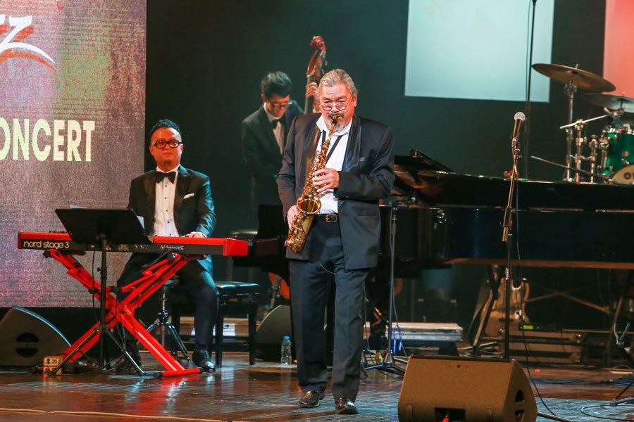 'Bố già' Quyền Văn Minh tái xuất trong đêm jazz của Tuấn Nam