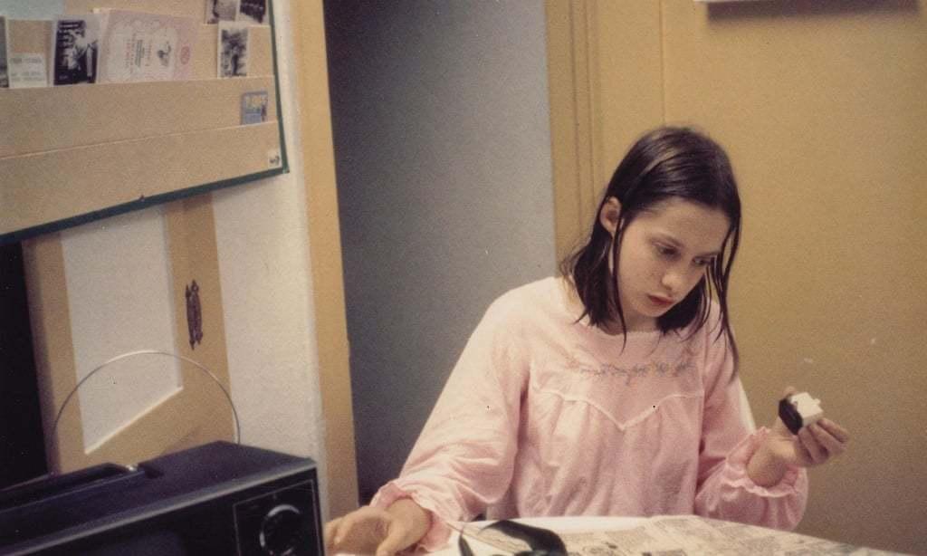 Cuộc đời bé gái 'người rừng', bị trói vào ghế suốt 13 năm