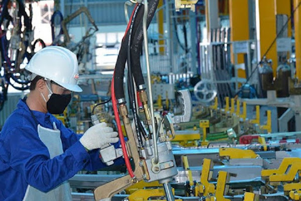 Vietnam's economy in first seven months on a tightrope
