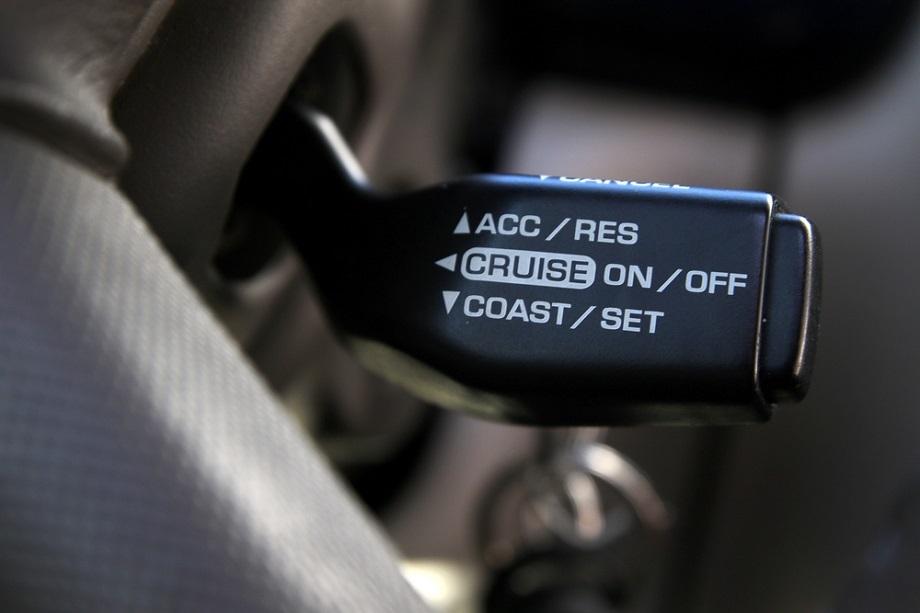 """Bí quyết lái xe ngày mưa tránh bị """"trượt nước"""", mất lái"""