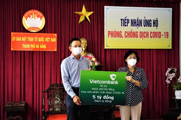Vietcombank ủng hộ 5 tỷ đồng hỗ trợ Đà Nẵng chống dịch
