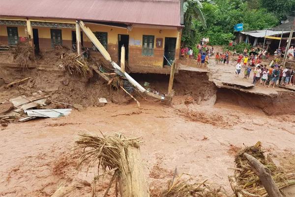 Flash flood sweeps away many houses in Dien Bien