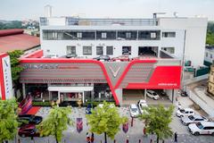 VinFast khai trương showroom sang, xịn ở Hà Nội