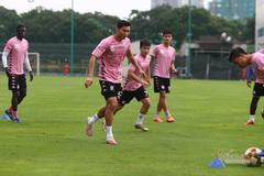 Hết cách ly, Văn Hậu từ chối biệt đãi của Hà Nội FC