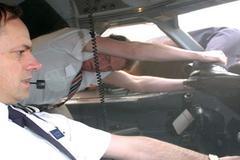 Phút giành giật sự sống hiếm có của cơ trưởng bị hút khỏi máy bay 30 năm trước