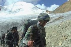 Lính Trung Quốctập trận ở độ cao gần 6km, vượt núi tuyết, sông băng