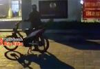 Thiếu niên dựng xe trước Phòng CSGT rồi rú ga, nẹt pô inh ỏi