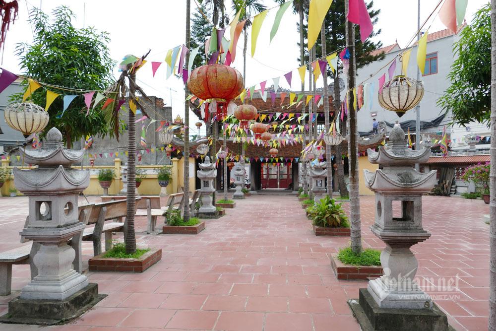 Ni sư bật khóc nói về việc 'bị đuổi khỏi chùa, tư lợi chục tỷ tiền công đức'