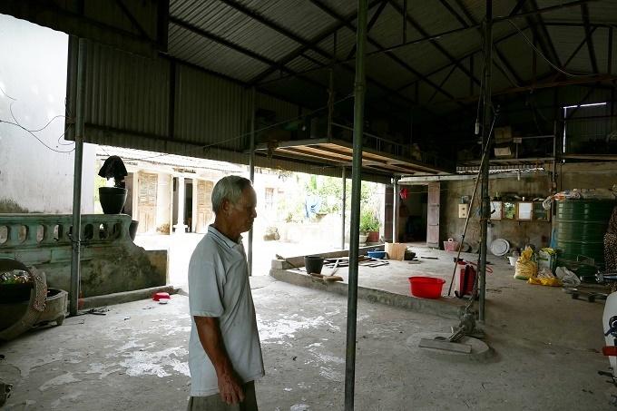 Lão nông xóa đói, giảm nghèo nhờ tái chế lốp cao su cũ thành đồ gia dụng