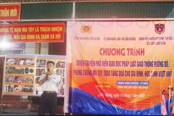 CSB tuyên truyền về Luật giao thông đường bộ, phòng chống tội phạm trên tuyến biển cho bà con Cẩm Xuyên