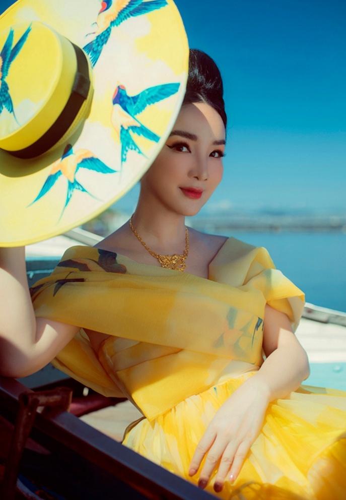 Hoa hậu Giáng My hóa quý cô đài các