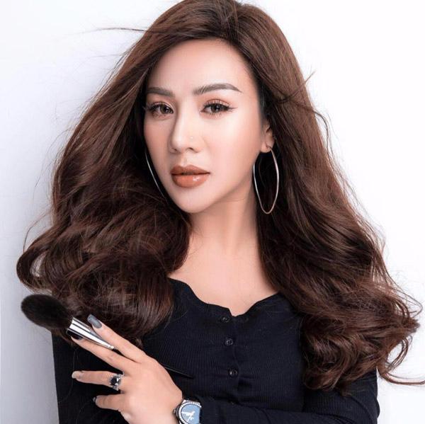 Lê Kim Chi - 'cô chủ' của những dụng cụ trang điểm made in Việt Nam