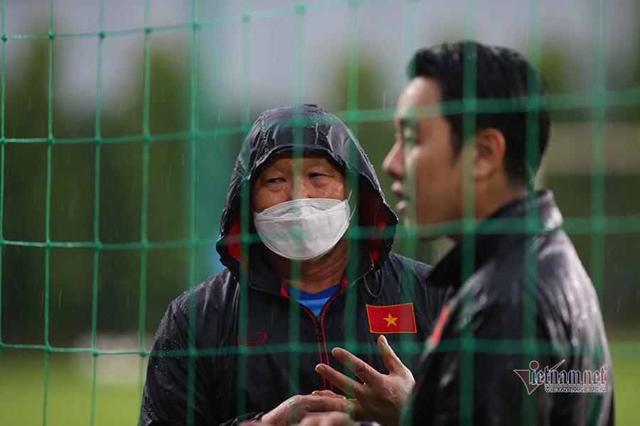 Thầy Park tất bật 'soi' giò U22 Việt Nam
