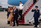 Chuyên cơ chở nhà ông Trump suýt bị 'máy bay' đâm trúng
