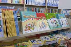 Bộ Giáo dục yêu cầu không ép học sinh mua tài liệu tham khảo ngoài SGK