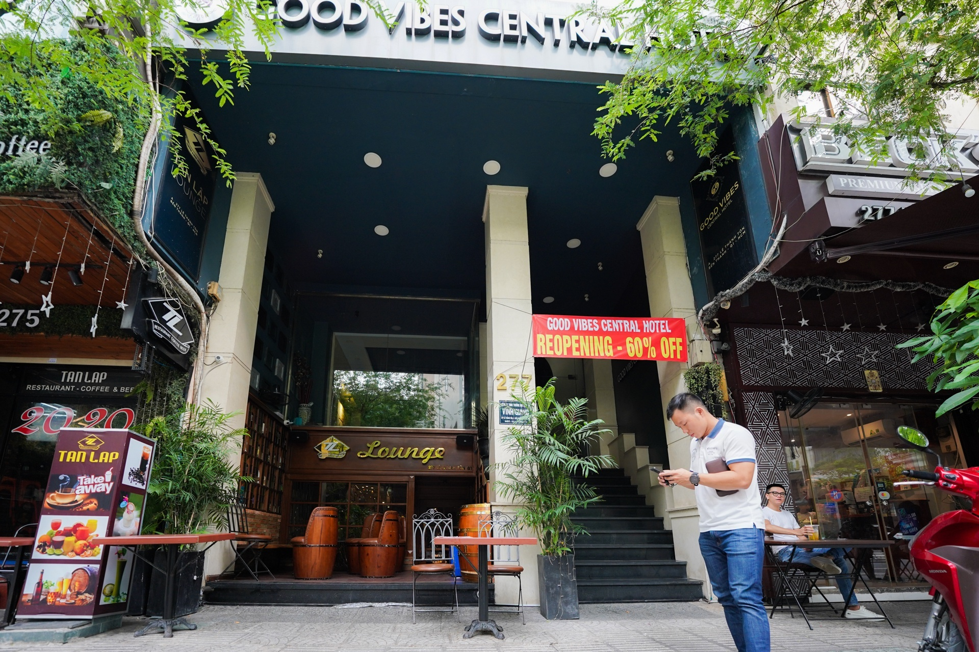 Khách sạn đất vàng TP.HCM hạ giá chục tỷ đồng để tìm người mua