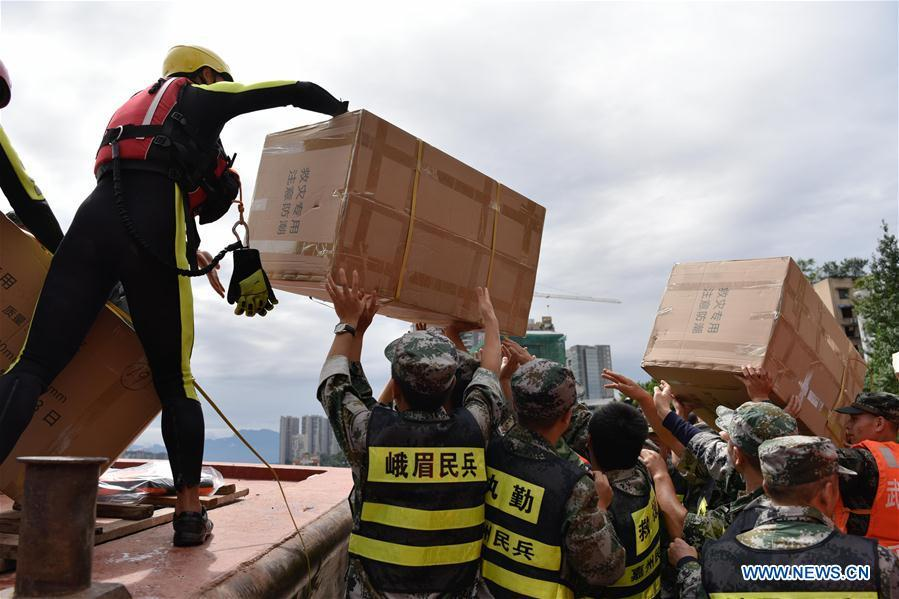 Tứ Xuyên cảnh báo lũ cao nhất, Lạc Sơn gần chìm trong biển nước