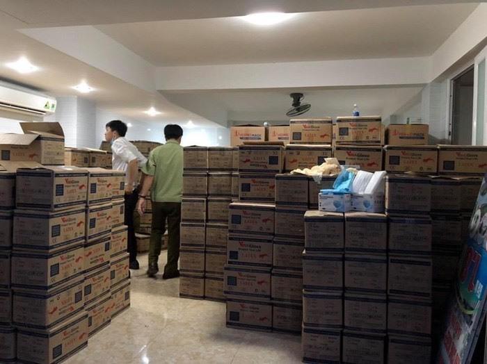 Đột kích thu giữ hàng triệu khẩu trang kém chất lượng
