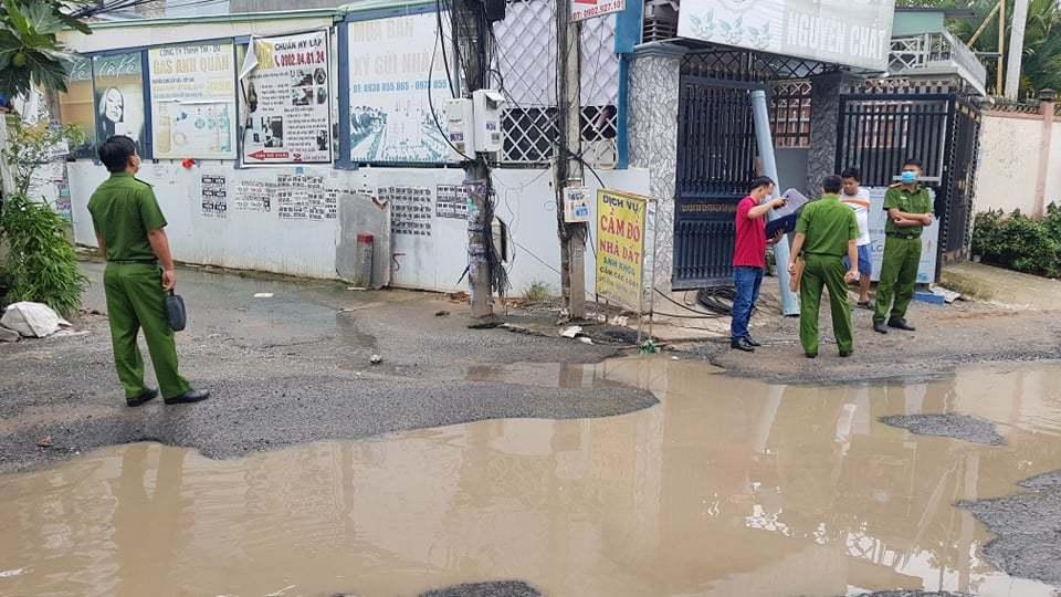 Ngã xuống đường ngập nước, cô gái bị điện giật tử vong