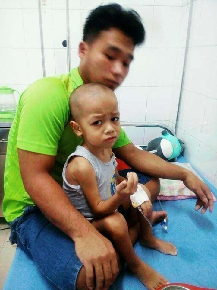 Ung thư di căn khắp cơ thể, bé trai 6 tuổi mong mỏi được tới trường