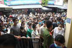 Hanoi: West Lake Temple closed after crowds flock to worship