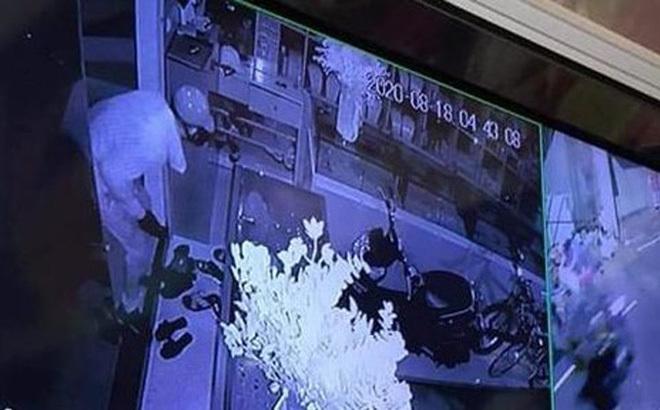 Đột nhập tiệm vàng ở Sơn Tây, tên trộm 'khoắng' 350 cây vàng