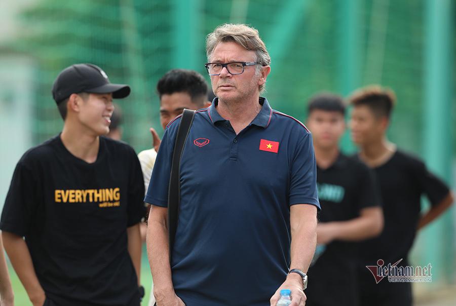 U22 Việt Nam tập ngày 2, Tiêu Exal nỗ lực ghi điểm thầy Park
