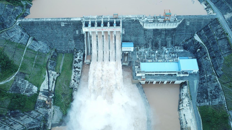 Mưa lũ làm 6 người chết, thủy điện Lai Châu xả 5 cửa