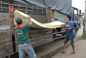 Phát hiện gần 600 tấn nệm nghi giả mạo thương hiệu nổi tiếng