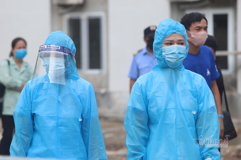 Chưa rõ nguồn lây Covid-19, Bệnh viện E đóng cửa, khử trùng từng túi đồ