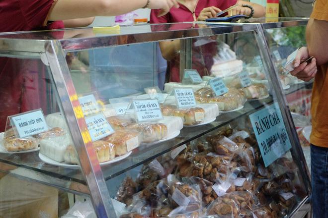 3 hàng bánh trung thu nổi tiếng ngon rẻ, khách xếp hàng như thời bao cấp