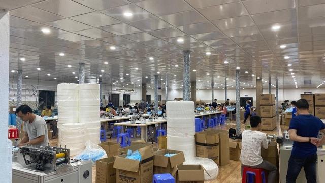Tồn kho hàng nghìn thùng, cho nghỉ 70% số công nhân vì ế khẩu trang