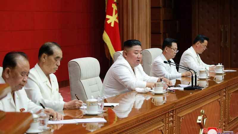Kim Jong Un bất ngờ triệu họp bàn vấn đề 'quyết định'