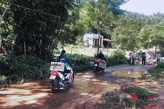 Chị em xắn gấu phóng xe chở cả 'chợ 0 đồng' giúp người nghèo chống dịch