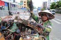 Nghề đập tivi có một không hai ở Sài Gòn