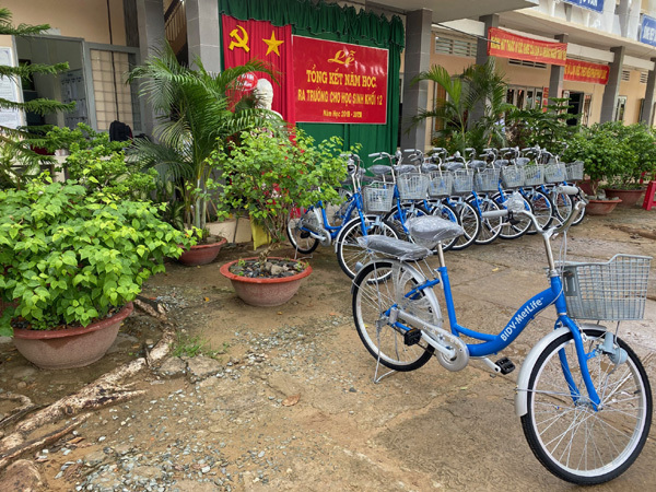 BIDV MetLife tặng 100 xe đạp cho học sinh nghèo Trà Vinh