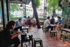 Hanoi's restaurants & cafes on the first day of social distancing