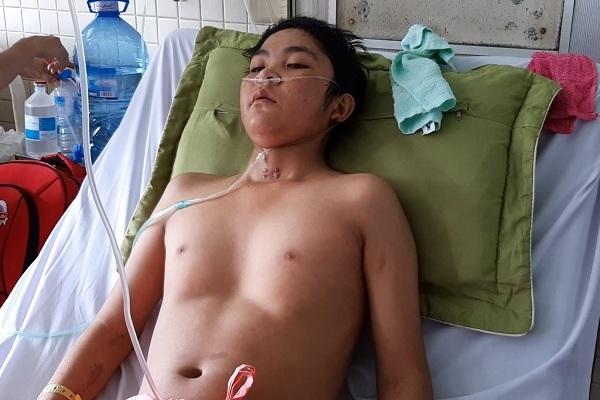 Cậu bé gặp nạn chuyển 3 bệnh viện vẫn nguy kịch