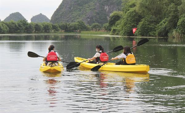 Kayak tours on offer at Trang AnScenic Landscape Complex