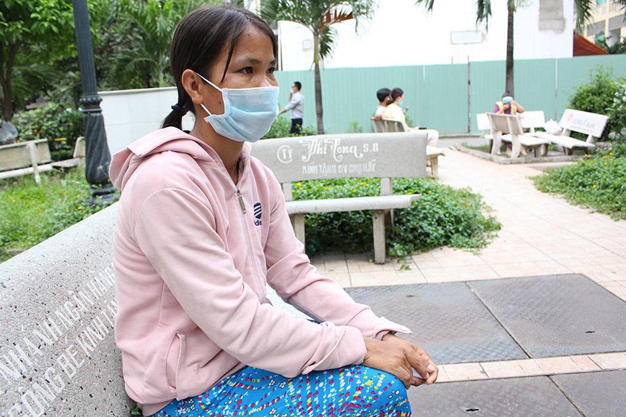Gia cảnh khốn khó của người 'ôm' rắn hổ mang chúa vào bệnh viện cấp cứu